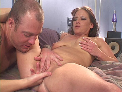 Victoria Red is a hot milf who likes doing it with well hung guys with an appetite for milf fucking. The clip begins with Victoria totally naked in bed and spreading her sexy legs while a guy finger bangs her cunt before cramming it with his big fat wang.