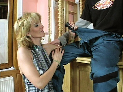 Mature MILF Jennifer Balled