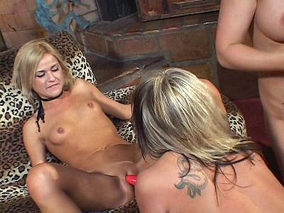 Blonde MILF Eat off Slits