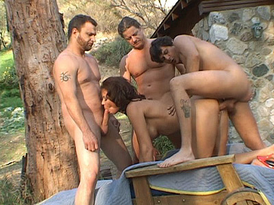 This hot outdoor milf banging features this sultry trailer trash milf named Vanessa Videl. Here she hooked up with three husky studs and began by giving them turns in slurping their big dongs before she ends up getting intense cock crammed all over.